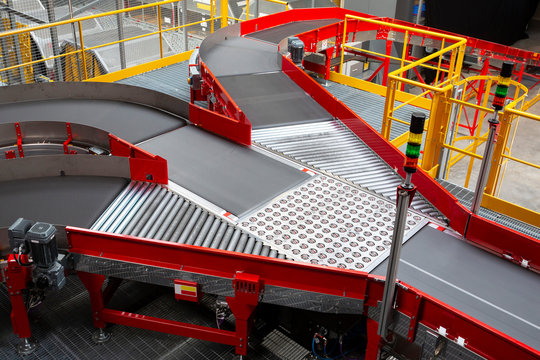 Conveyor sorting belt at distribution warehouse