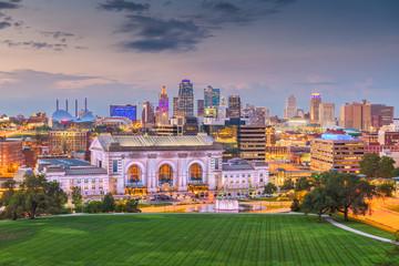 Fototapete - Kansas City, Missouri, USA downtown skyline with Union Station