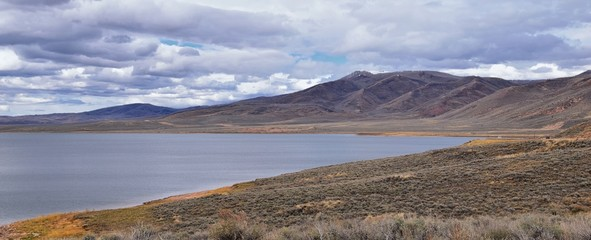 Strawberry Reservoir Bay in Fall, panorama forest views along Highway 40 near Daniels Summit between Heber and Duchesne in the Uinta Basin, Utah, USA.  Fotomurales