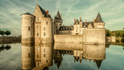 Fototapete - Castle or chateau de Sully-sur-Loire in sunset light, France