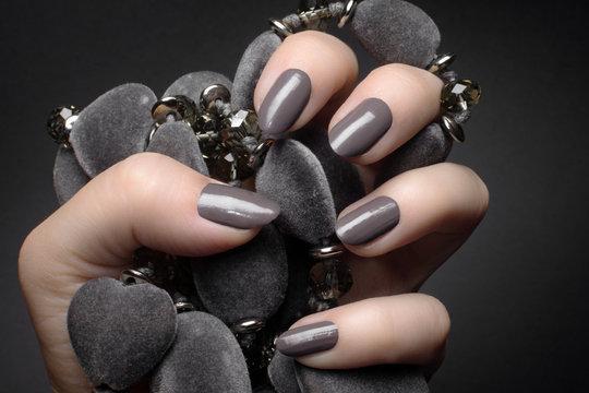 gray nails manicure