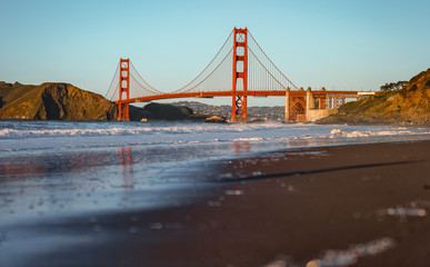 Fototapete - Golden Gate Bridge with beach