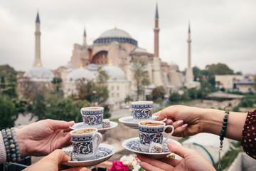 Fototapeta premium Kawa po turecku z Hagia Sophia w tle, Stambuł, Turcja