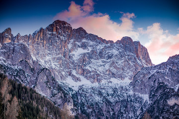 In 2009 UNESCO entered the Dolomites among the natural heritage of humanity. About 200 million years ago, in a shallow sea, coral reefs began to form, similar in shape to atolls