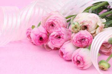 ピンクのラナンキュラスの花束