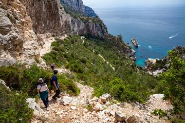 Sentier de randonnée dans les calanques de Marseille