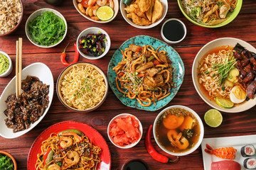 Assortment of Chinese food on wooden table Fototapete