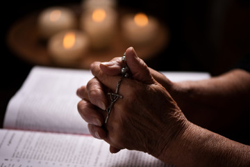 The woman prays in the bible