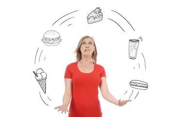 femme jonglant avec alimentation deséquilibrée