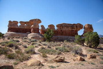 Marching along the Ridge: Rocks in a line