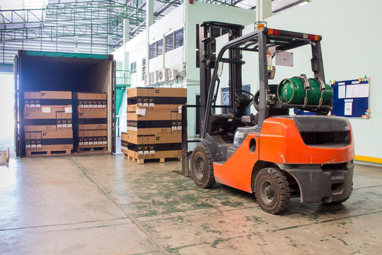 The forklift loading pallet with a forklift into a truck.