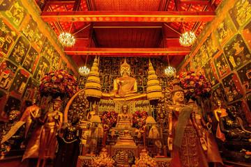 Wat Phanan Choeng, Buddha statue is called Luang Pho Tho, Wat Phanan Choeng temple