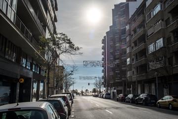 Sonnendurchflutete Strasse