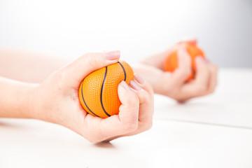 Terapia lustrzana. ćwiczenia na sprawność ruchową dłoni.