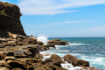 Waves hitting coastal cliffs on hike to the famous Figure 8 Pools in Royal National Park near Sydney (Sydney, New South Wales, Australia)
