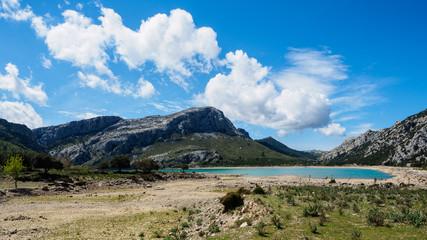 Vista panorámica del embalse de Cùber, Mallorca