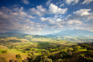 Tollhouse Ranch, Caliente, California: Scenic views of the rolling green hills and oak trees.
