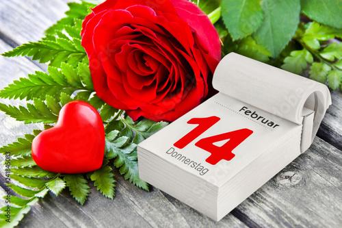 Valentinstag Rosen Und Herz Mit Kalender Stock Photo And Royalty