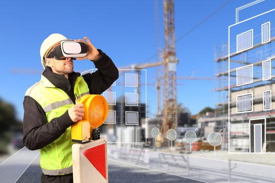 Bauarbeiter mit VR Brille vor Baustelle