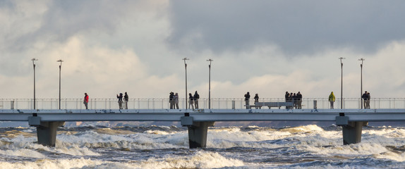 Photo sur Plexiglas Cote STORM AT SEA - Waves attack the sea coast and pier in Kolobrzeg