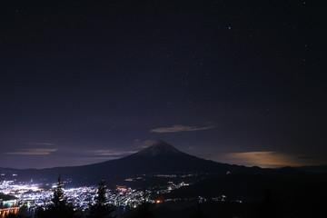 富士山 新道峠から望む夜景と夜空