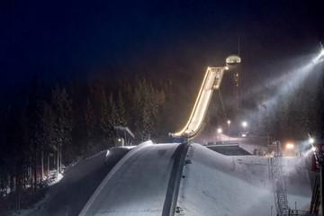 Skisprungschanze Vogtlandarena in Klingenthal bei Nacht