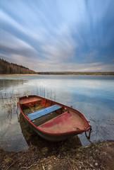 Wall Mural - Boot liegt ruhig am See