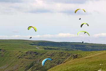 Fototapete - Paragliders flying in the Welsh Valleys