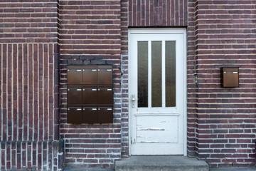 alte weiße Holztür Eingang
