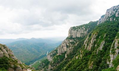 Fototapeta premium krajobraz z rozległym górzystym terenem