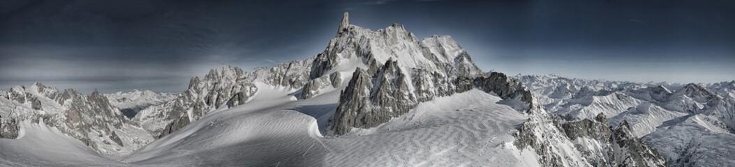 Massiccio del Monte Bianco panoramica