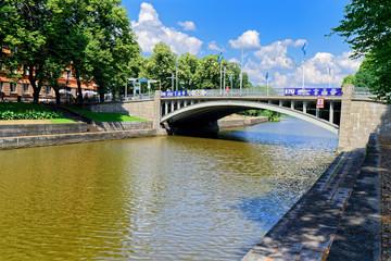 Brücke über den Fluss Aurajoki, Turku, Finnland