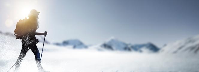 Fototapeta Wandern im Schnee