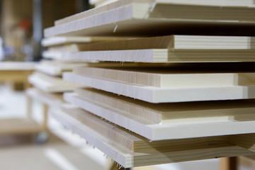 Holzplatten in der Produktion
