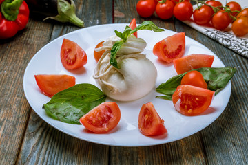 Salad with buratta cheese