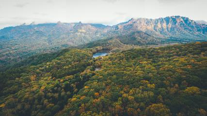 ドローン撮影/空撮 長野 秋の戸隠連山と鏡池 Aerial View of Togakushi in Autumn