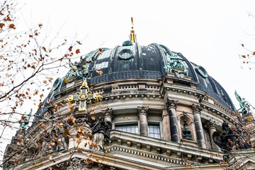 Views of the Berlin Cathedral with the Christmas decoration installed.