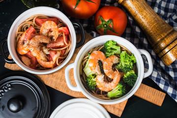 Broccoli, tomato, shrimp and spaghetti