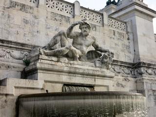 イタリア ローマ 彫刻に乗ったカモメ itaria roma sculpture and seagull