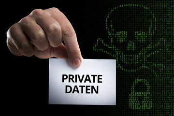 Hand hält Karte mit Aufschrift Private Daten