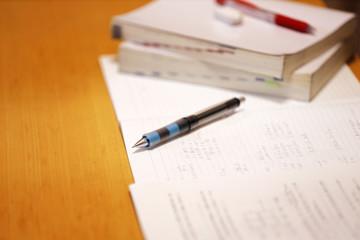 数学のノートとペン
