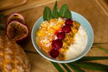 Kokosnuss Bowl Dessert exotisch