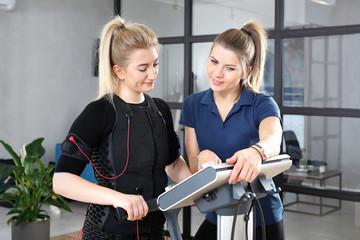 Fototapeta Trening personalny. Elektrostymulacja mięśni, trening personalny. obraz