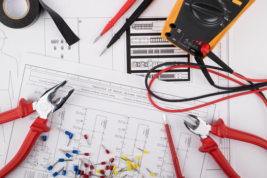 Tools for electrical installations laid on electrical schemes