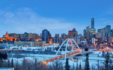 Poster de jardin Amérique Centrale Edmonton Downtown Skyline Just After Sunset in the Winter Showing Alberta Legislature and Walterdale Bridge Over the frozen Saskatchewan River