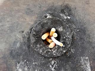 Schmutziger Raucher Aschenbecher