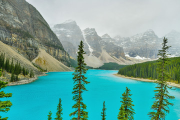Wall Mural - Beautiful turquoise waters of the Moraine lake in Banff National Park, Alberta, Canada