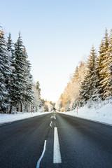 Straße in Winterlandschaft. Street in Winterlandscape.
