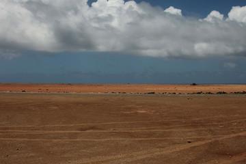 Paesaggio desertico con nuvola bianca, Aruba