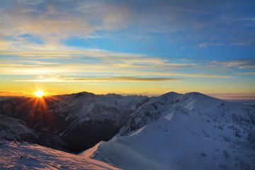 Zachód słońca nad górami - fototapety na wymiar